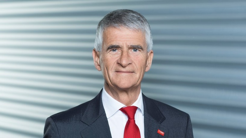 Portrait foto of Jürgen Hambrecht, Chairman of BASF wearing a suit with a red tie