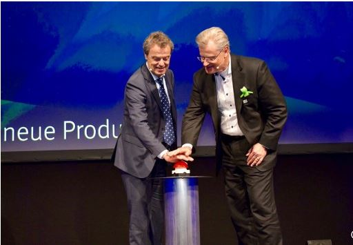 "Reinhard Schneider, owner Werner & Mertz and Günther Lehner, owner of ALPLA Werke Alwin Lehner GmbH & Co KG, give the official starting signal for production in the ""L8"" by pushing on a red button"