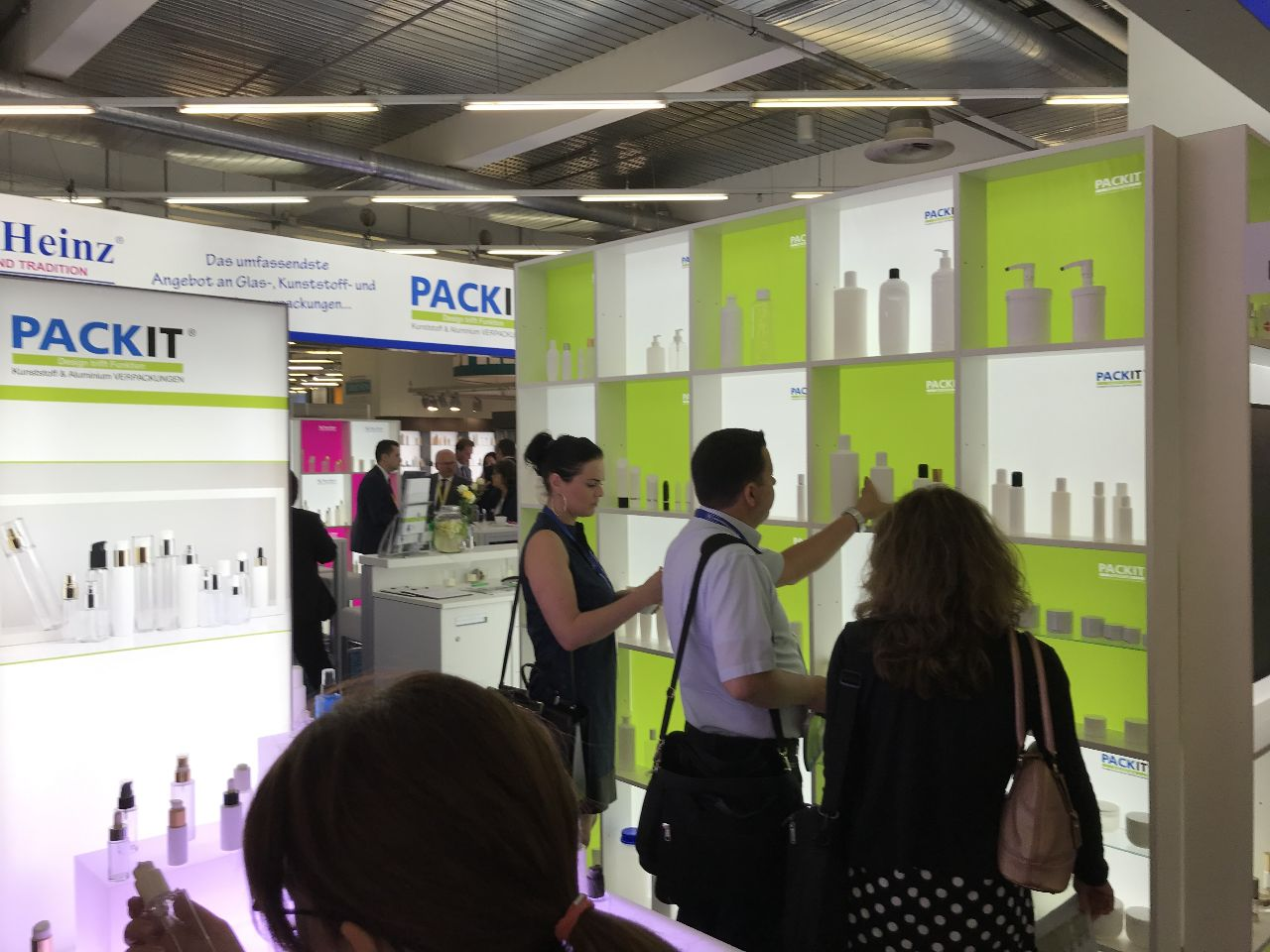 visitors of CosmeticBusiness look at a shelf with innovative products for the cosmetic industry