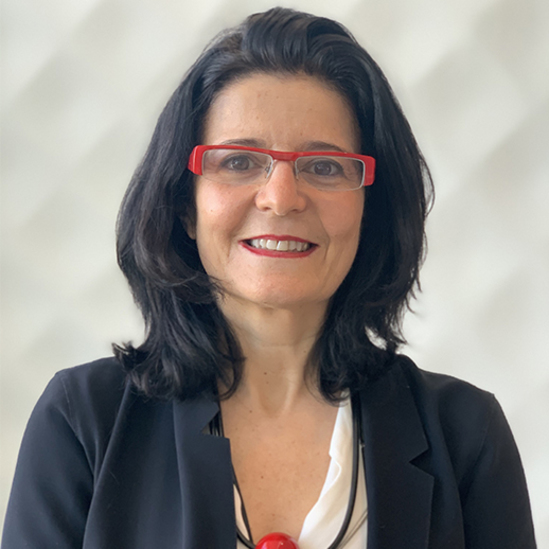 Portrait of Myriam Cohen-Welgryn having long dark hair and a red-coloured glasses. She is the new member of the Executive Commitee of L´Oréal